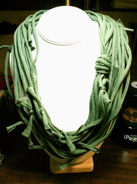 T-shirtNecklace-knotted-sm