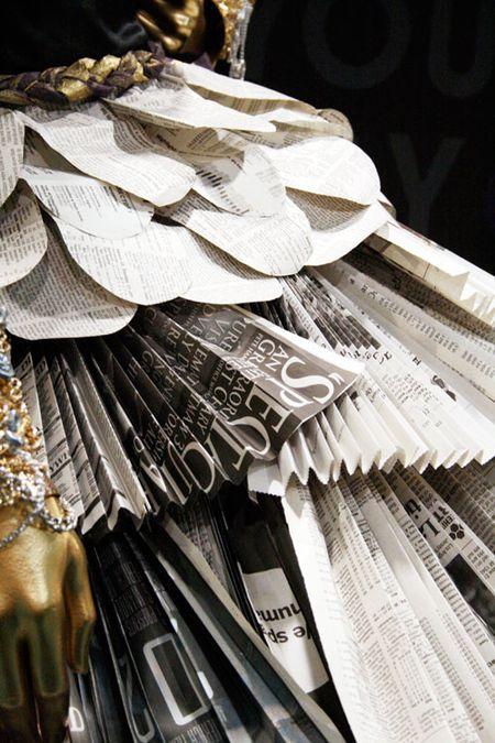 Newspaperdress-close