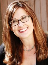 Kelly Klapstein headshot