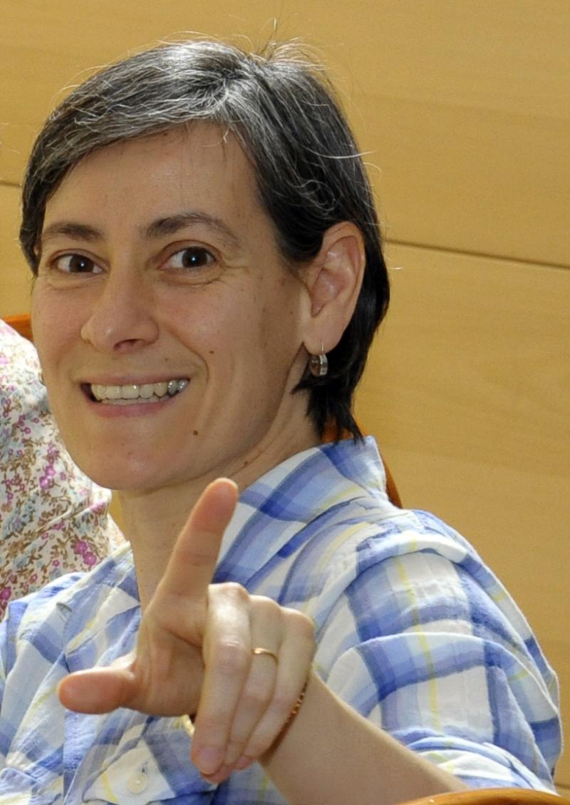 Marta pointing Portugal 2015