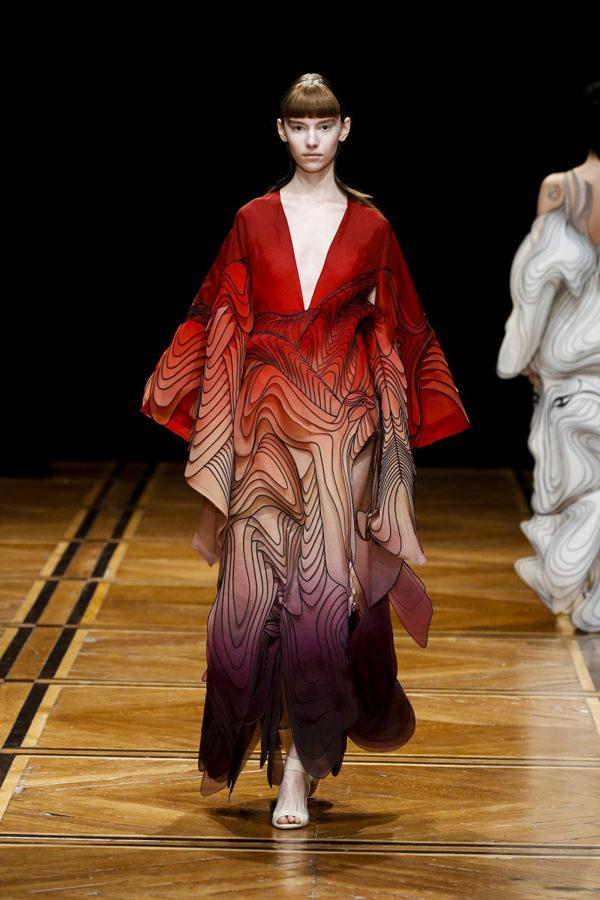 Iris-Van-Herpen-pring-2019-Couture-Collection-PFW-Fashion-Tom-Lorenzo-Site-16