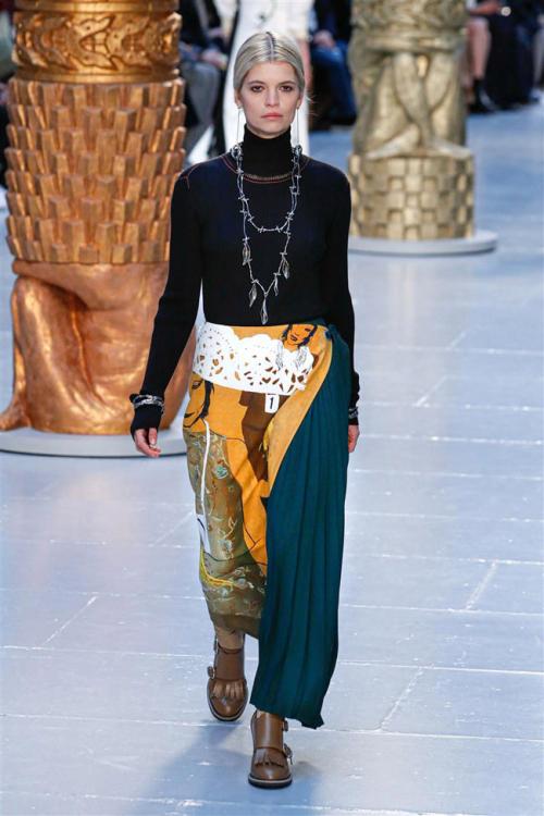 Chloe-Fall-2020-Collection-Paris-Fashion-Week-PFW-Runway-Looks-Tom-Lorenzo-Site-3