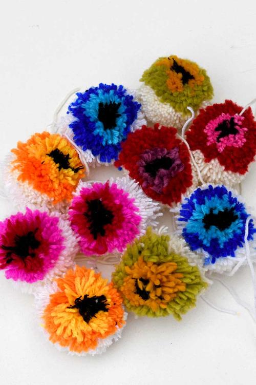 Finished-colorful-flower-pom-poms-s (1)