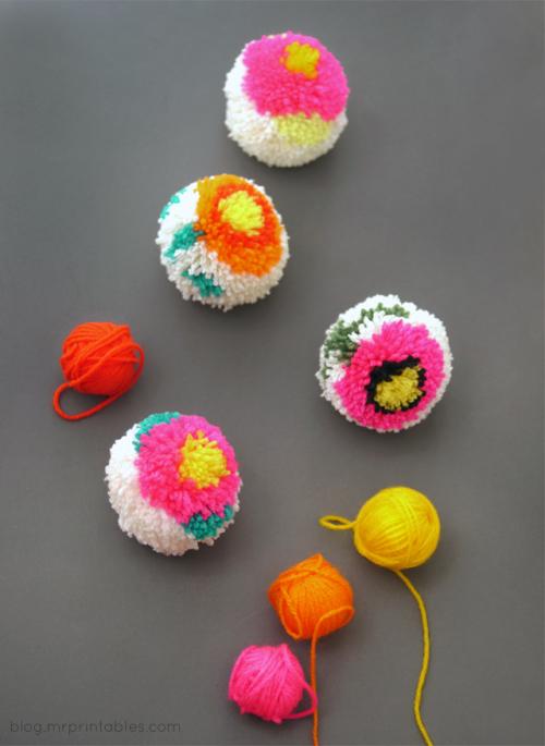 DIY-pompom-maker-how-to-make-flower-pompoms